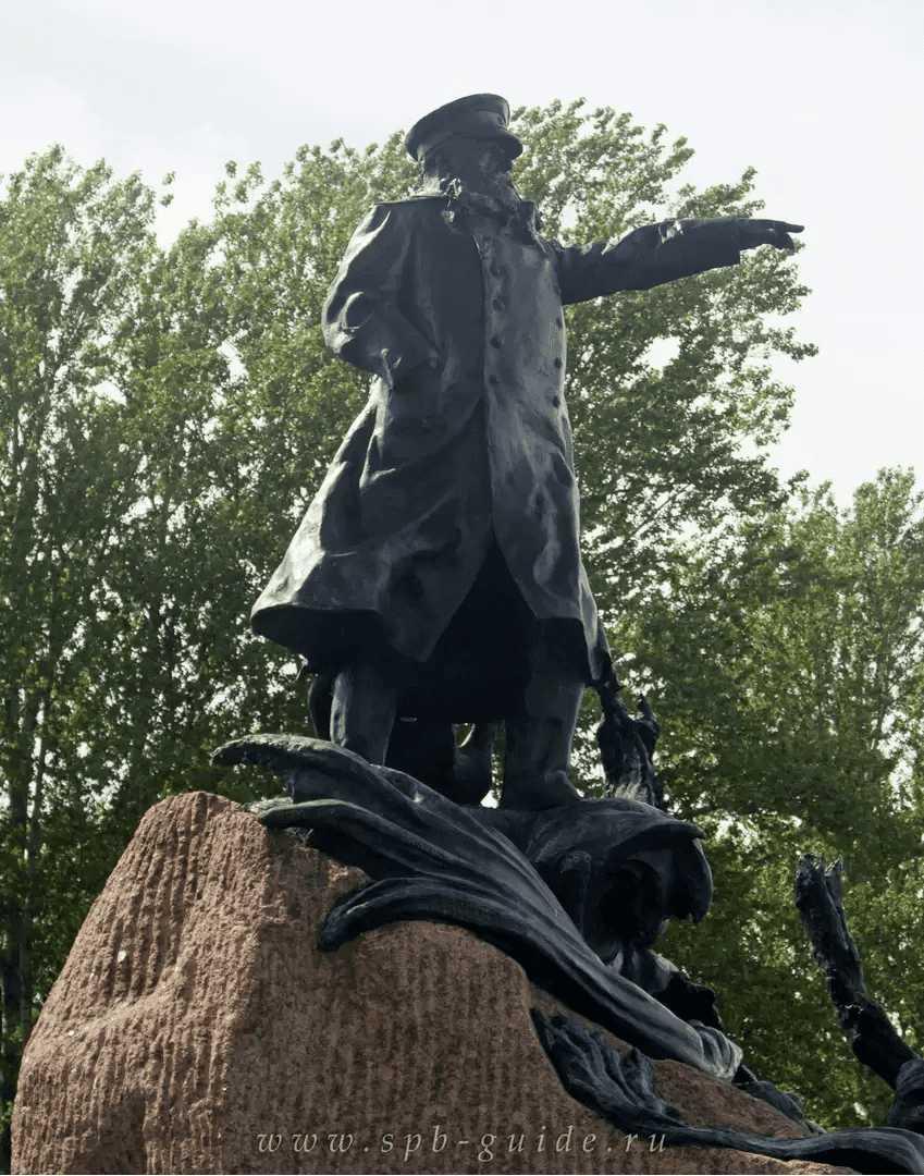 4. Памятник адмиралу Макарову